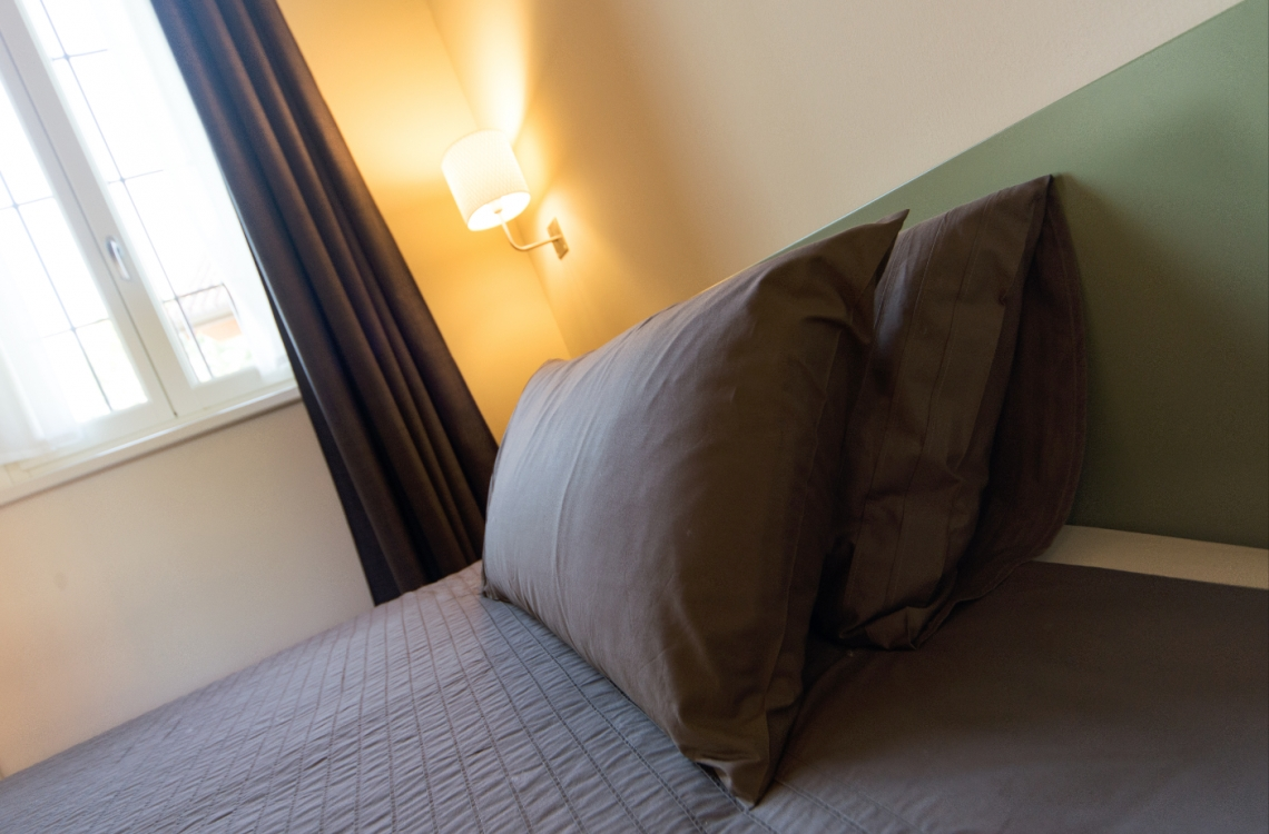 Arranged on the ground floor of the building characterized by its dovecote tower, the room is designed for single travellers and for these who need comfortable spaces to move. With a total of 24m2, furnished in a contemporary and elegant style, is also equipped with all the comforts the latest generation can offer us. Accessible also to handicap bearer